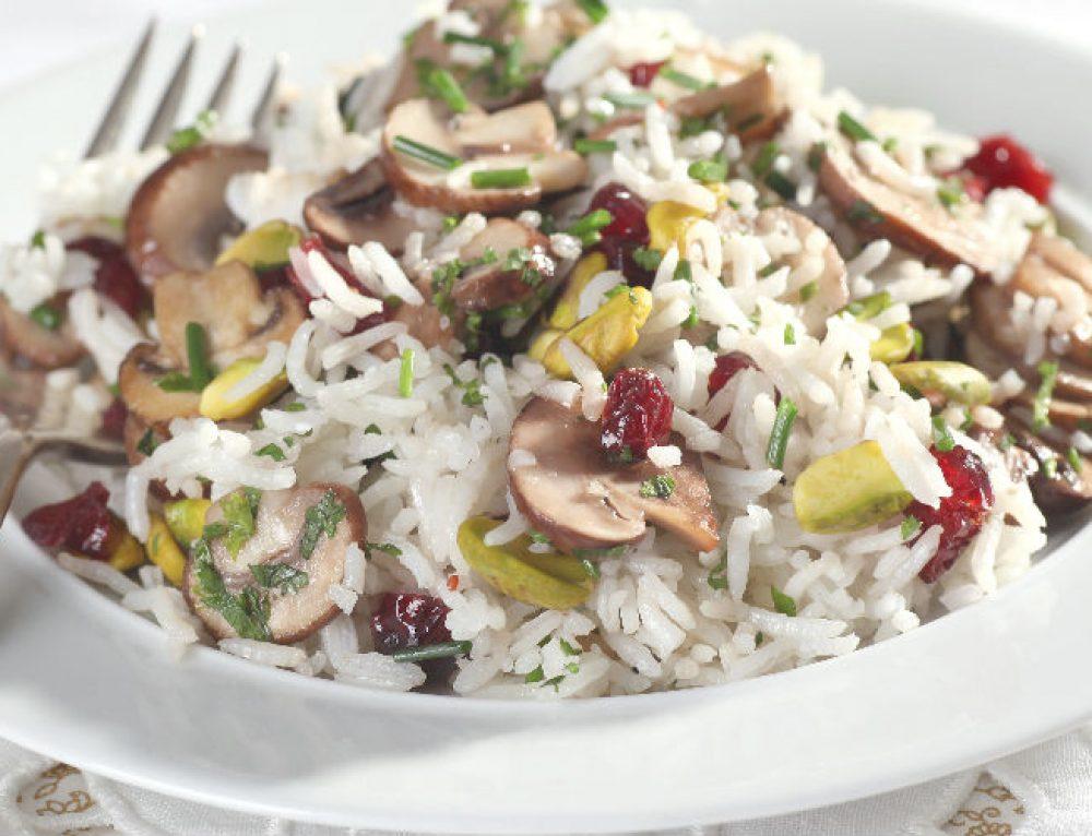 אורז עם פטריות, חמוציות ופיסטוקים