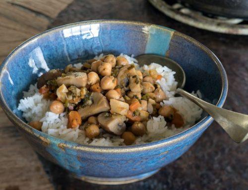 תבשיל חורפי של פטריות, שורשים וגרגרי חומוס