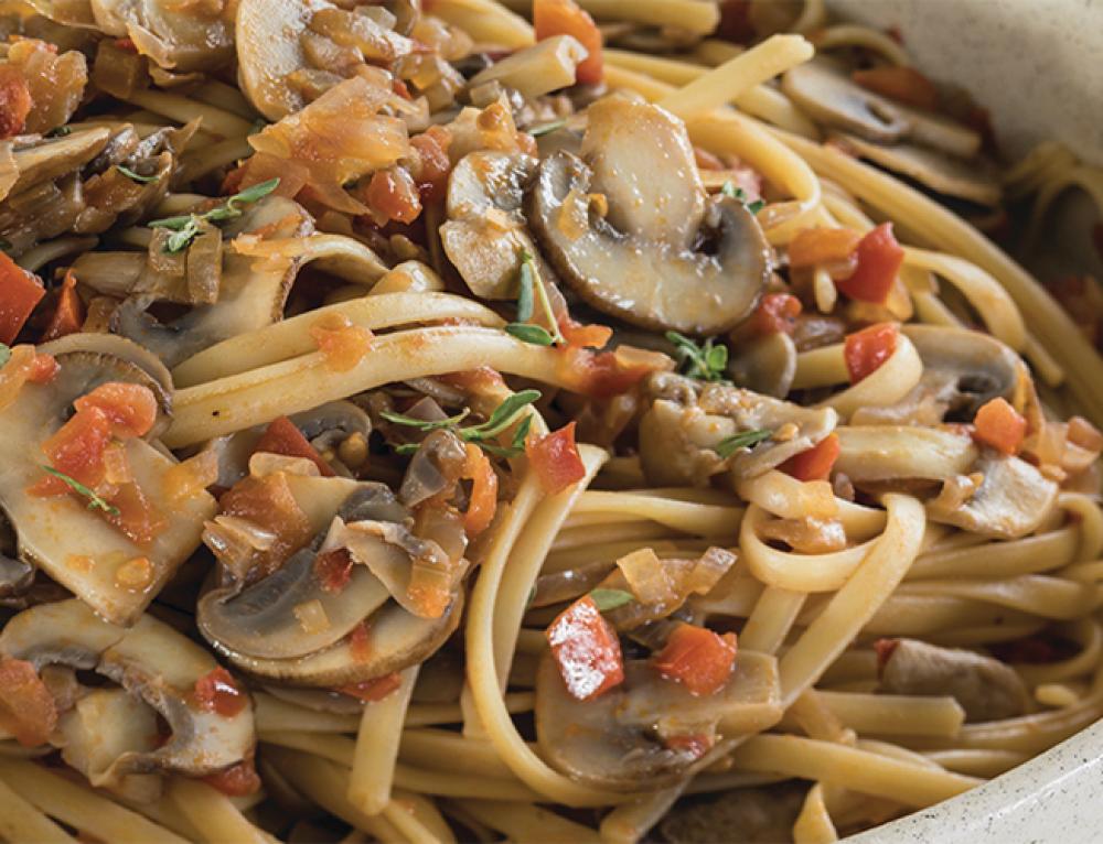 ספגטי ברוטב פטריות ועגבניות