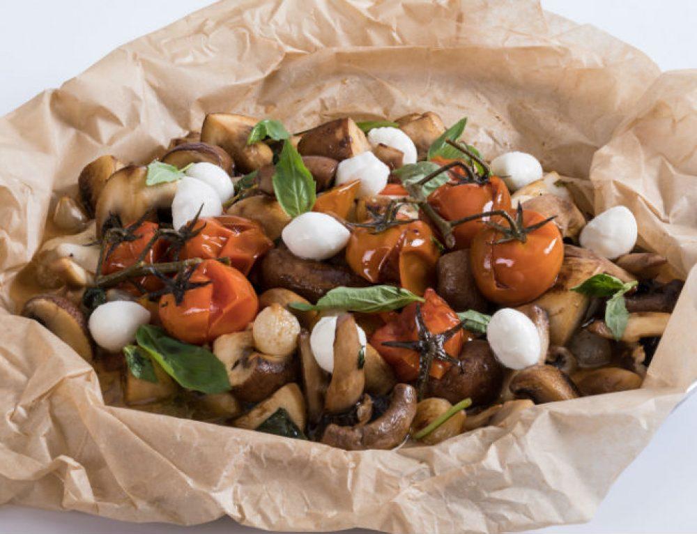 פטריות מוקפצות בחמאת מרווה, קונפי עגבניות שרי ומוצרלה