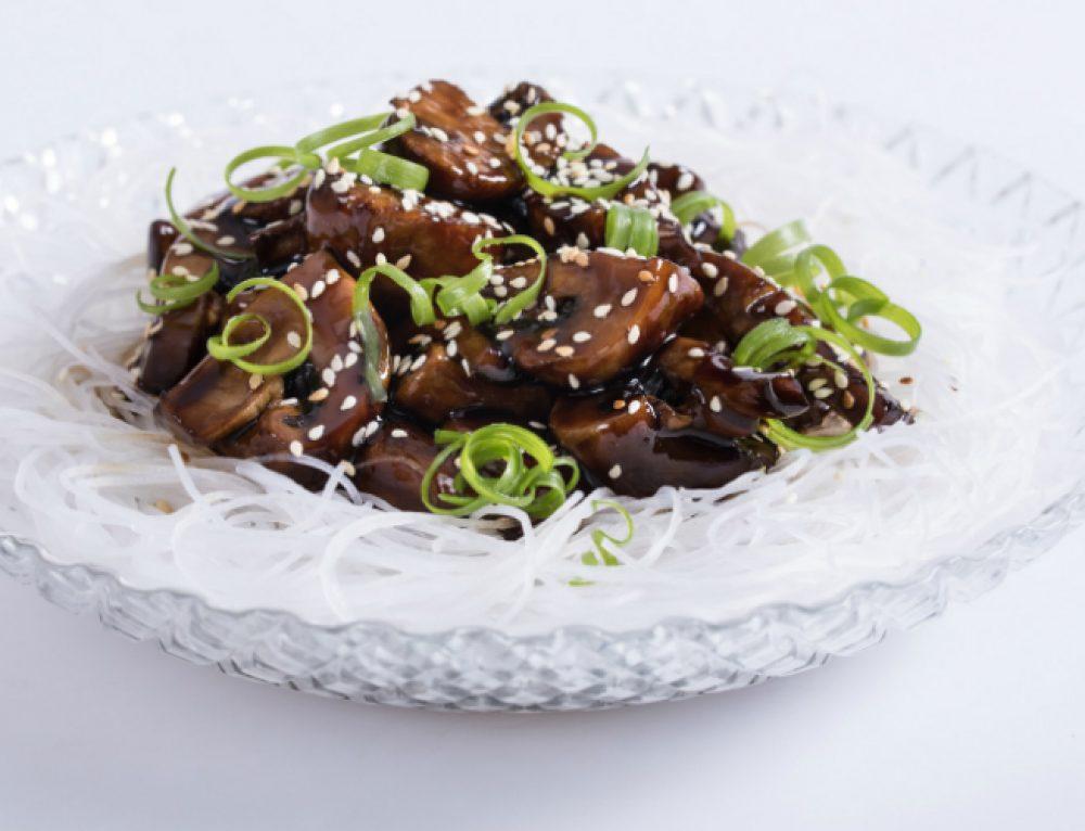 אטריות שעועית ופטריות בטריאקי